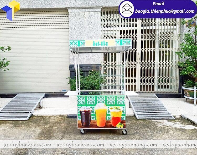 xe inox bán nước cam vỉa hè